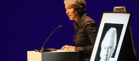 Gedenkfeier Hilmar Hoffmann, Rede Ina Hartwig © Felix Wachendoerfer