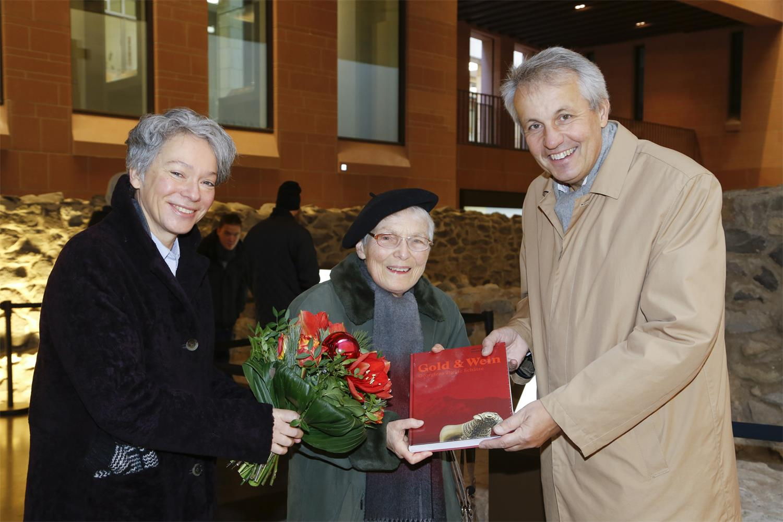 Die 300.000te Besucherin der franconofurd, Dr. Irene Roch-Lemmer (Bildmitte), Foto: Uwe Dettmar