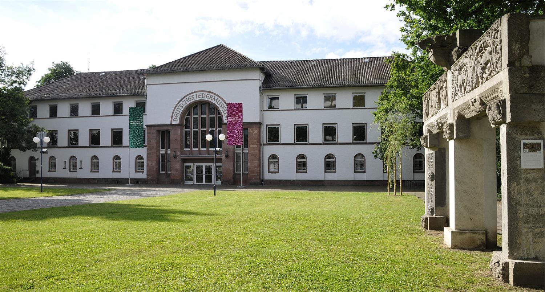 Außenansicht Deutsches Ledermuseum © DLM, C. Perl-Appl