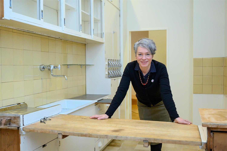 Kulturdezernentin Ina Hartwig in Frankfurter Küche, Foto: Salome Roessler