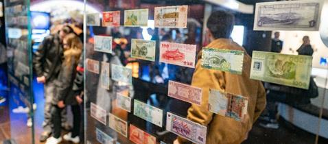 Geldnotenschwarm Geldmuseum der Deutschen Bundesbank Fotograf Frank Rumpenhorst