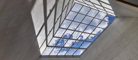 Atrium Lichtbau Foto Norbert Miguletz © Jüdisches Museum Frankfurt