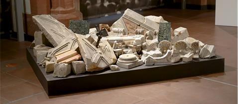 Bruchstücke des ehemaligen Thoraschreins, Foto: Archäologisches Museum Frankfurt