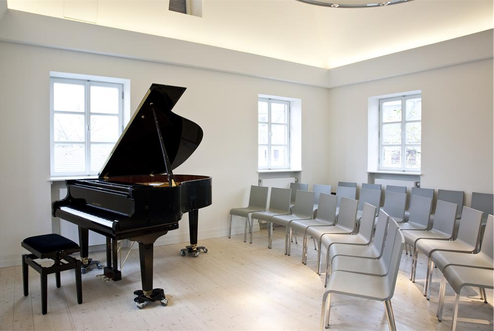 Chamber Music Concert Hall in the Hindemith Gallery. Hindemith Institute Frankfurt, Photo by Mara Monetti 2011